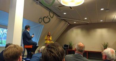 Wethouder Lot van Hooijdonk beantwoordt vragen van bezoekers bijeenkomst 20 april 2019.